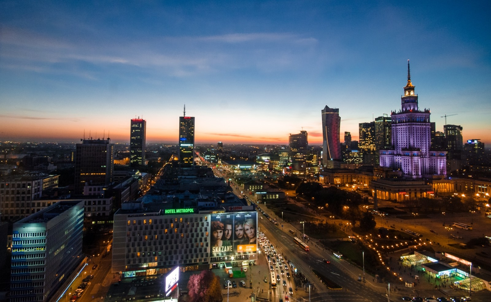 warsaw-night-poland-city-europe-travel