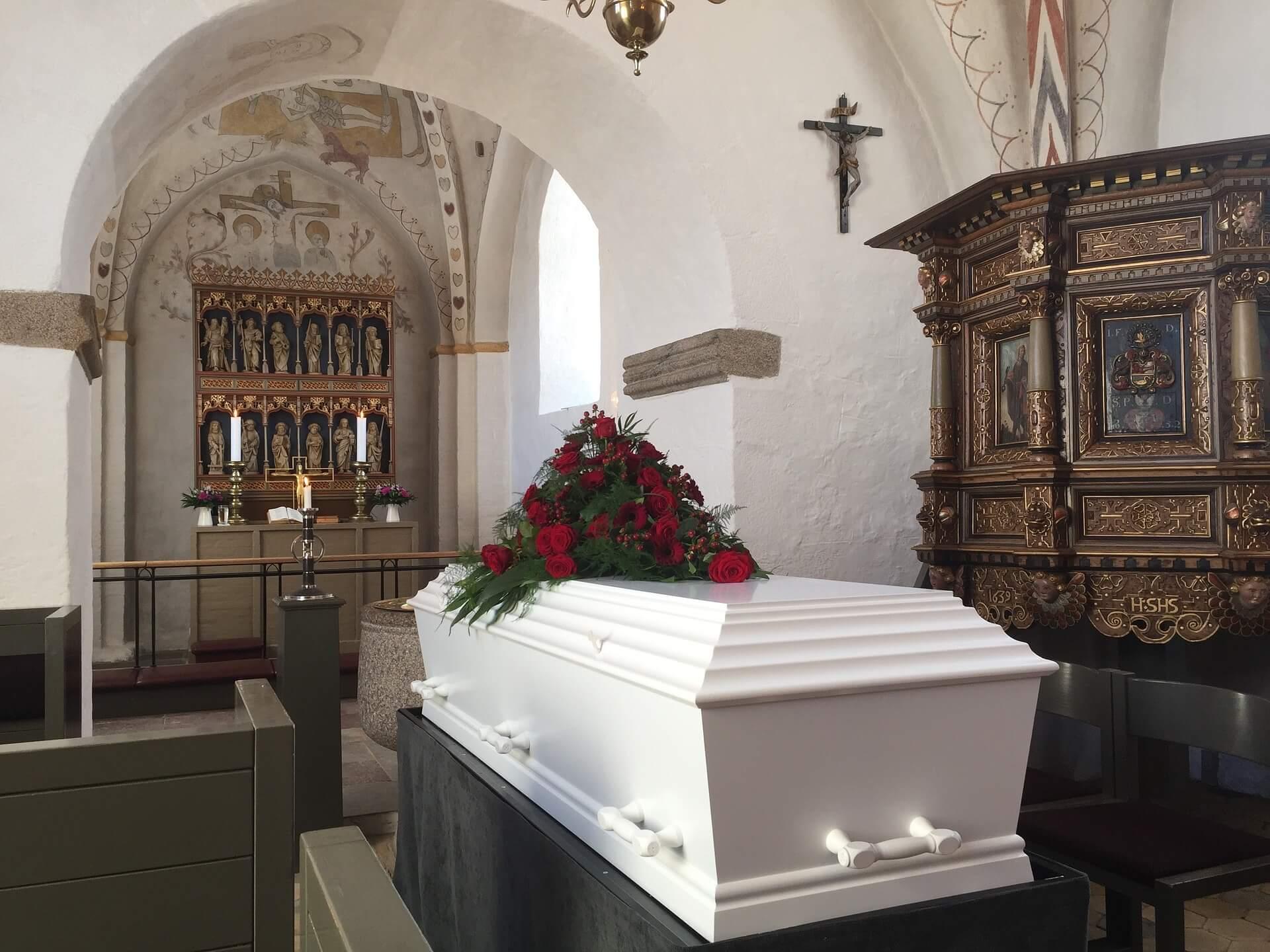 Jak przetransportować zmarłego do polski?