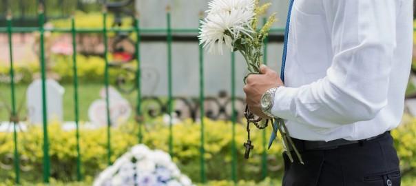 Jak pochować - normalnie czy kremacja?