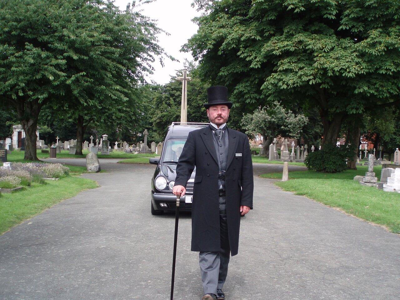 prowadzacy pogrzeb