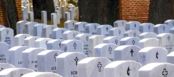 cmentarz duzo grobow